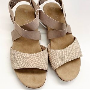 MUNRO American Sandals Neutral Color New